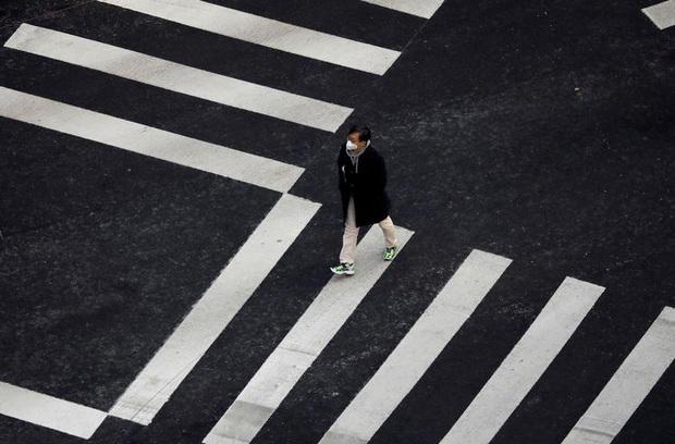 Thành phố Daegu vắng lặng đìu hiu sau khi trở thành tâm dịch lớn nhất Hàn Quốc, Seoul cấm tụ tập đông người để ngăn virus corona lây lan - Ảnh 12.