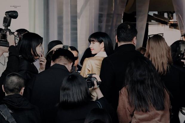 Choáng vì cảnh người dân Rome vây kín xem Lisa (BLACKPINK) dự sự kiện, em gái quốc tế trend toàn cầu vì diện mạo mới - Ảnh 7.