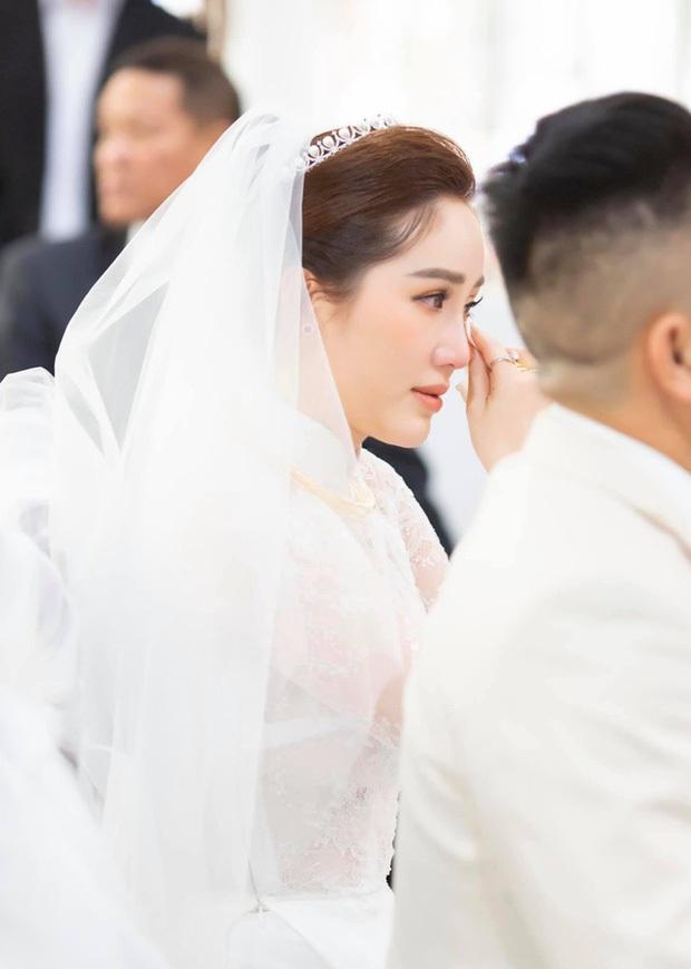 Những đám cưới bí mật rung chuyển Vbiz: Nhã Phương, Hari Won yêu cầu cực nghiêm, Tóc Tiên, Bảo Thy kín như bưng tới giờ G! - Ảnh 10.