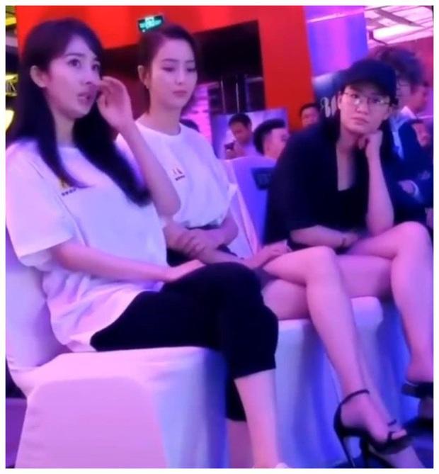 Bức ảnh so sánh gây sốt: Dương Mịch 1m67 ngồi cạnh Đồng Lệ Á 1m66 nhưng độ dài đôi chân mới khiến Cnet choáng - Ảnh 2.
