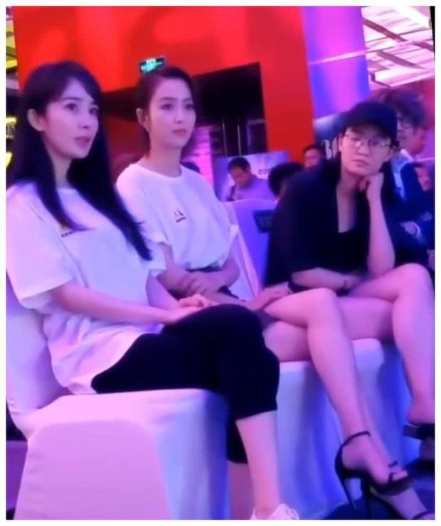 Bức ảnh so sánh gây sốt: Dương Mịch 1m67 ngồi cạnh Đồng Lệ Á 1m66 nhưng độ dài đôi chân mới khiến Cnet choáng - Ảnh 4.
