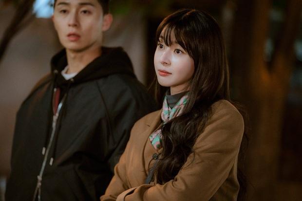 4 giả thuyết về nhân vật phụ ở Tầng Lớp Itaewon: Ai mới thực sự là người đồng hành cùng Park Seo Joon? - Ảnh 3.