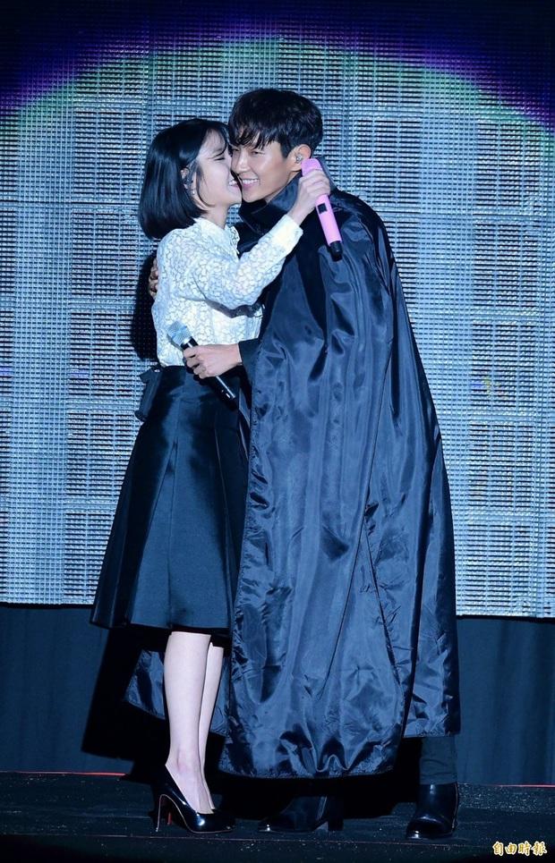 6 cặp đôi bạn diễn ngọt như mía lùi ở màn ảnh Hàn mà fan chỉ muốn thét lên: Hai vị yêu nhau dùm đi! - Ảnh 9.