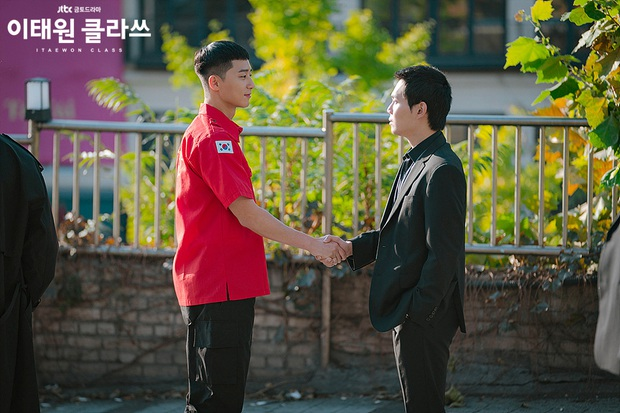 Duyên nợ giữa Park Seo Joon và xã hội đen cục tính của Tầng Lớp Itaewon: Kiếp trước cùng là cảnh sát, kiếp này làm bạn tù? - Ảnh 5.