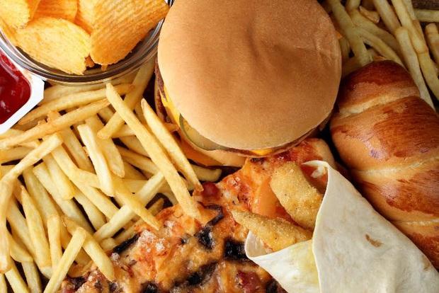 Muốn ngủ ngon giấc, bạn hãy bắt đầu bằng cách tránh tuyệt đối dùng 10 loại thực phẩm vào buổi tối - Ảnh 3.