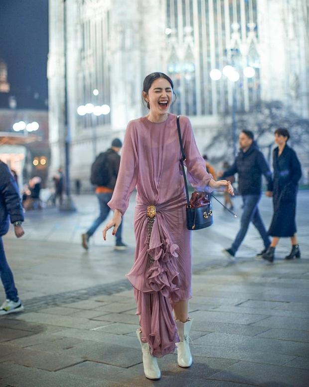 Diện cùng một bộ đầm bánh bèo, Park Min Young tự dìm dáng không thương tiếc, ma nữ Thái Davika lại sang chảnh bất ngờ - Ảnh 4.