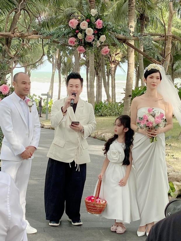 Những đám cưới bí mật rung chuyển Vbiz: Nhã Phương, Hari Won yêu cầu cực nghiêm, Tóc Tiên, Bảo Thy kín như bưng tới giờ G! - Ảnh 26.