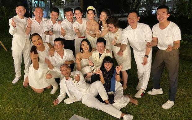 Những đám cưới bí mật rung chuyển Vbiz: Nhã Phương, Hari Won yêu cầu cực nghiêm, Tóc Tiên, Bảo Thy kín như bưng tới giờ G! - Ảnh 28.