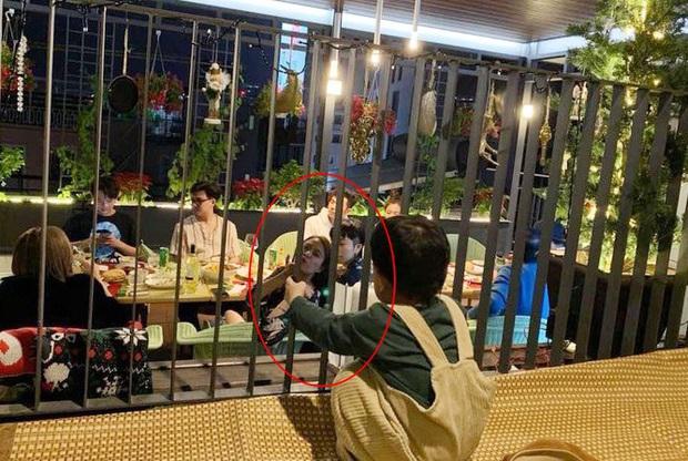 Hoàng Thùy Linh lại bị bắt gặp đi ăn cùng gia đình Gil Lê, thân như người một nhà thế này bao giờ mới chịu công khai? - Ảnh 2.