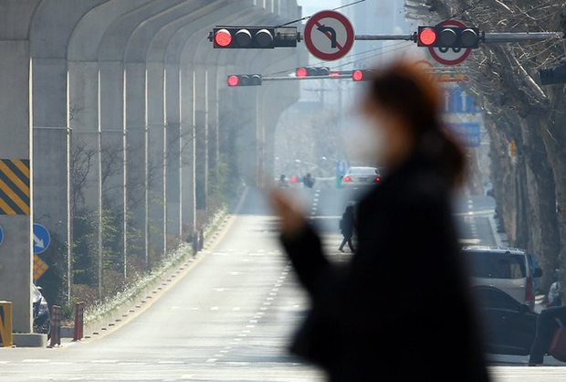 Thành phố Daegu vắng lặng đìu hiu sau khi trở thành tâm dịch lớn nhất Hàn Quốc, Seoul cấm tụ tập đông người để ngăn virus corona lây lan - Ảnh 5.