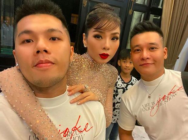 Bộ đôi LGBT nổi tiếng, từng hợp tác với toàn sao cỡ bự Vbiz cầu hôn trong đám cưới Tóc Tiên sau 8 năm yêu - Ảnh 8.
