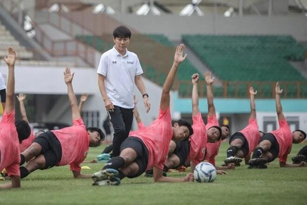 Đối thủ của tuyển Việt Nam bị HLV Hàn Quốc mắng gay gắt: Học sinh còn làm tốt hơn, các bạn có thấy xấu hổ không? - Ảnh 1.