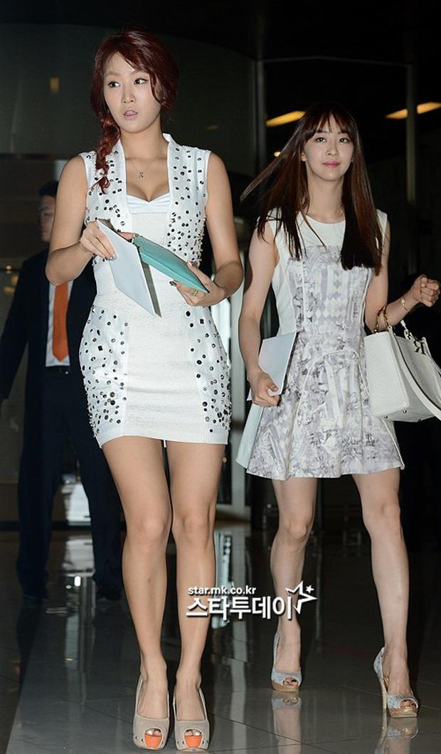 Style lên đồ đi ăn cưới của sao Hàn: Người bị chê vô duyên lố bịch, người lại được khen tới tấp đáng học hỏi - Ảnh 1.