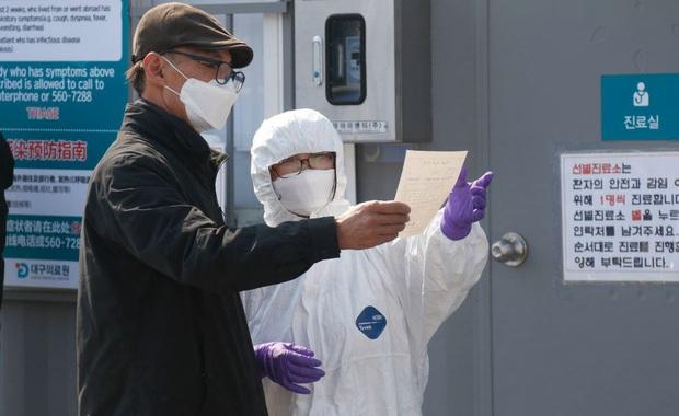 Hàn Quốc: Thêm 52 trường hợp dương tính với virus corona, tổng cộng 82 người đã lây từ bệnh nhân siêu lây nhiễm - Ảnh 2.
