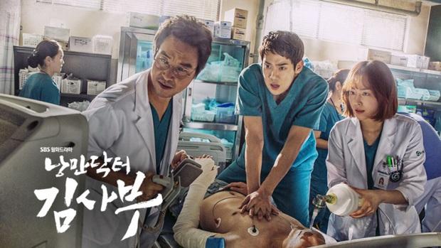 """Nhanh tay """"cày"""" Người Thầy Y Đức: Series xứng đáng là chuẩn mực phim y khoa xứ Hàn! - Ảnh 1."""