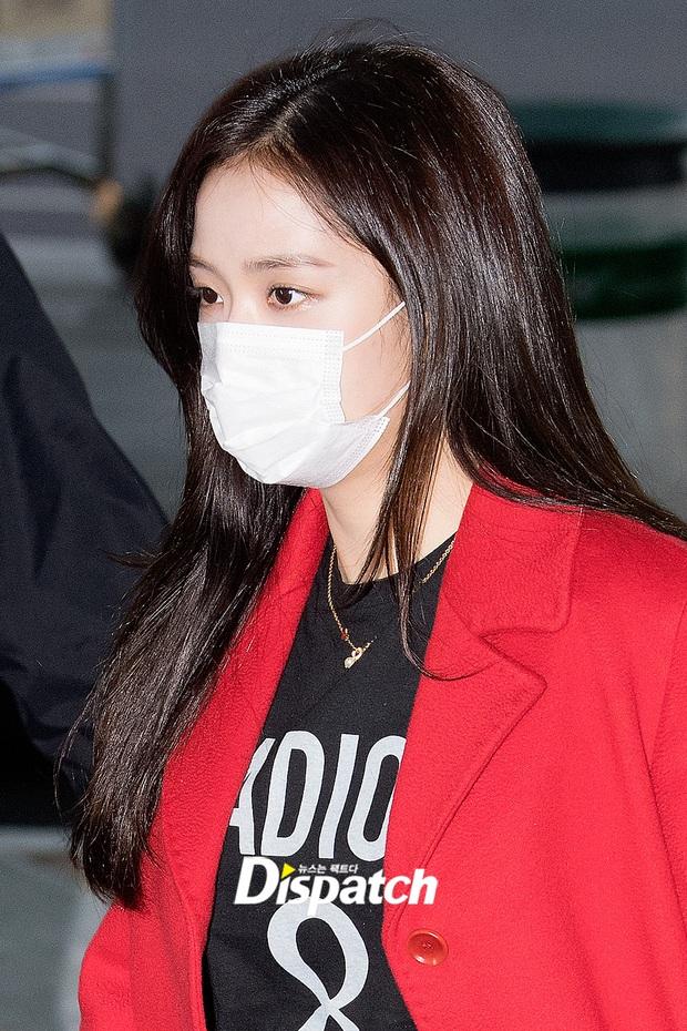 Màn đụng độ hot nhất ngày: Jennie hóa rich kid, mỹ nhân đẹp nhất thế giới năm 2019 và TWICE có cân được BLACKPINK? - Ảnh 8.
