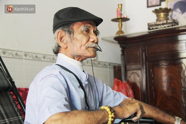 Chuyện cụ ông Sài Gòn mỗi ngày chạy xe 50km bán quần áo giá... 0 đồng - Ảnh 6.