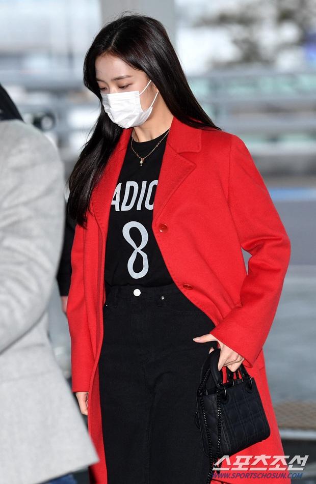Màn đụng độ hot nhất ngày: Jennie hóa rich kid, mỹ nhân đẹp nhất thế giới năm 2019 và TWICE có cân được BLACKPINK? - Ảnh 6.
