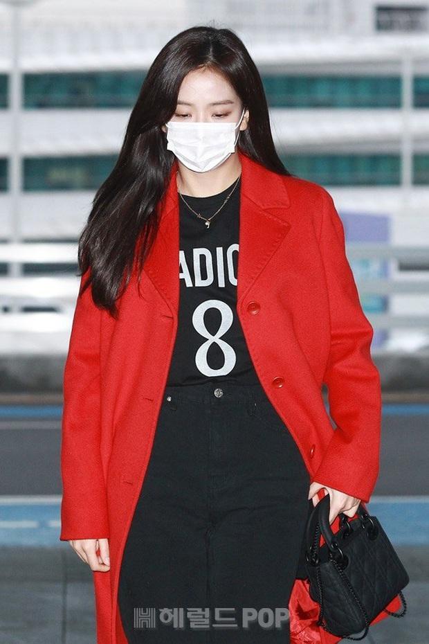 Màn đụng độ hot nhất ngày: Jennie hóa rich kid, mỹ nhân đẹp nhất thế giới năm 2019 và TWICE có cân được BLACKPINK? - Ảnh 7.