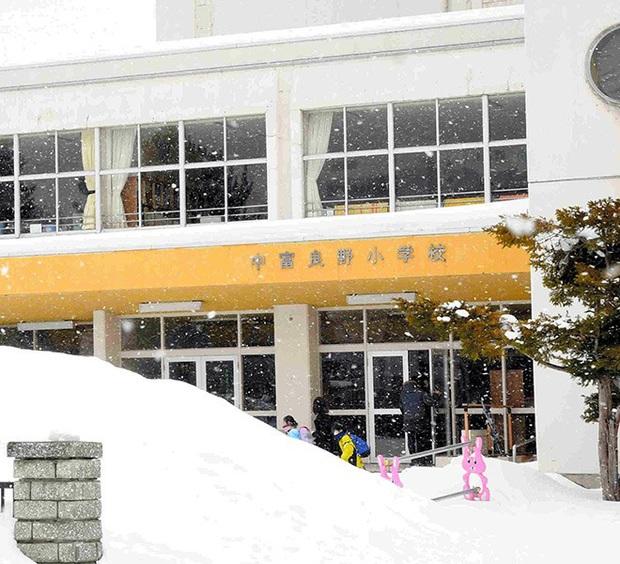 Nhật Bản có 4 trẻ em nhiễm virus corona, giới chức khuyên phụ huynh nên cho con nghỉ học nếu có triệu chứng bệnh - Ảnh 1.