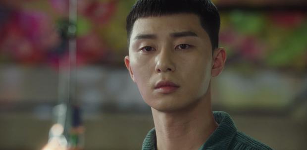 Hết lợi dụng đụng chạm Park Seo Joon, điên nữ Tầng Lớp Itaewon tuyên bố xử sạch kẻ nào dám sờ tới crush ở tập 7 - Ảnh 2.