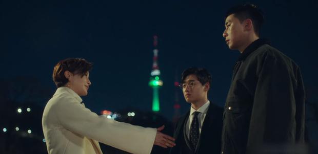 Hết lợi dụng đụng chạm Park Seo Joon, điên nữ Tầng Lớp Itaewon tuyên bố xử sạch kẻ nào dám sờ tới crush ở tập 7 - Ảnh 4.