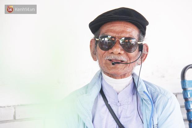 Chuyện cụ ông Sài Gòn mỗi ngày chạy xe 50km bán quần áo giá... 0 đồng - Ảnh 2.