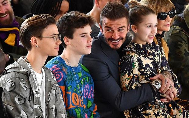 Cậu ba nhà Beckham càng lớn càng cực phẩm là thế, nhưng ai ngờ lại bị phụ huynh dìm đẹp vào đúng ngày sinh nhật như thế này đây - Ảnh 9.