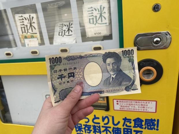 Chiếc máy bán hàng kỳ lạ nhất hành tinh vừa ra mắt tại Nhật Bản: Cứ cho tiền vào, máy muốn bán món nào là… tuỳ nó? - Ảnh 1.