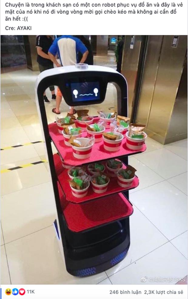 """Đi lòng vòng phục vụ đồ ăn nhưng chẳng ai quan tâm, chú robot Nhật Bản """"làm mặt dỗi"""" đáng yêu khiến dân mạng phát sốt - Ảnh 1."""