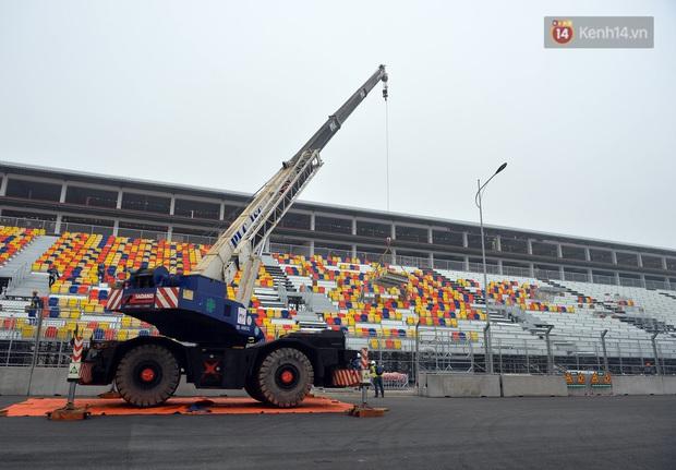 Cận cảnh đường đua F1 tại Hà Nội đang được gấp rút hoàn thành - Ảnh 15.