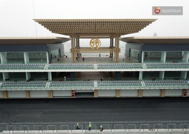 Cận cảnh đường đua F1 tại Hà Nội đang được gấp rút hoàn thành - Ảnh 1.