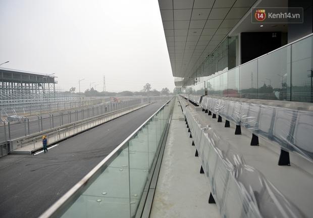 Cận cảnh đường đua F1 tại Hà Nội đang được gấp rút hoàn thành - Ảnh 2.