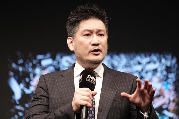 Chứng kiến cậu bé mắc chứng người lùn bị bắt nạt đến mức đòi tự sát, Chủ tịch giải võ số 1 châu Á đưa ra lời đề nghị bất ngờ khiến ai cũng phải ngợi khen - Ảnh 3.