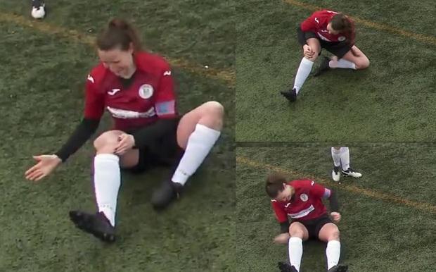 Hết hồn với cảnh nữ cầu thủ bị trật khớp gối sau pha va chạm mạnh, tự đấm chan chát vào chân để chữa trước khi đứng dậy chạy tiếp như bay - Ảnh 2.