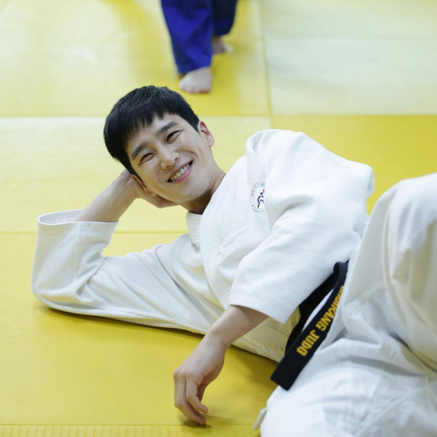 Ác nam Tầng lớp Itaewon: Người mẫu body hot 1000 độ, thân với Song Joong Ki và chuyện thầm crush Song Hye Kyo - Ảnh 22.