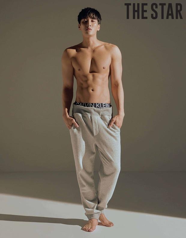 Ác nam Tầng lớp Itaewon: Người mẫu body hot 1000 độ, thân với Song Joong Ki và chuyện thầm crush Song Hye Kyo - Ảnh 7.