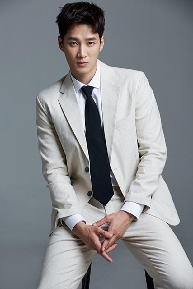 Ác nam Tầng lớp Itaewon: Người mẫu body hot 1000 độ, thân với Song Joong Ki và chuyện thầm crush Song Hye Kyo - Ảnh 4.