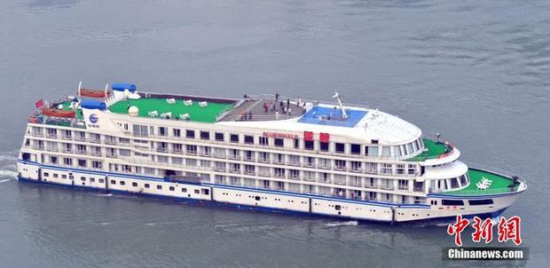 COVID-19 ảnh hưởng du lịch, TQ quyết định tận dụng du thuyền sang trọng làm nơi ở cho các y bác sĩ ở Vũ Hán - Ảnh 2.