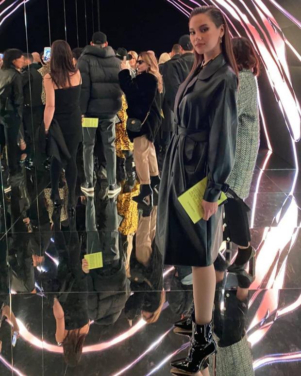 Rich Kid Thảo Tiên xuất hiện cùng cậu em trai cực bảnh tại show thời trang Versace  - Ảnh 4.