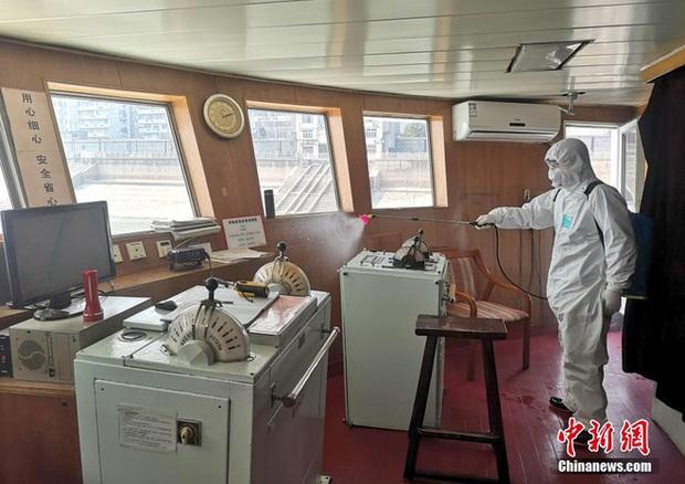 COVID-19 ảnh hưởng du lịch, TQ quyết định tận dụng du thuyền sang trọng làm nơi ở cho các y bác sĩ ở Vũ Hán - Ảnh 5.