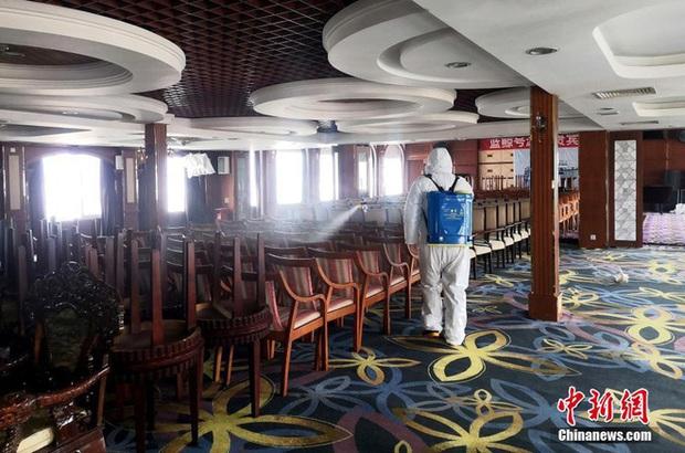 COVID-19 ảnh hưởng du lịch, TQ quyết định tận dụng du thuyền sang trọng làm nơi ở cho các y bác sĩ ở Vũ Hán - Ảnh 7.