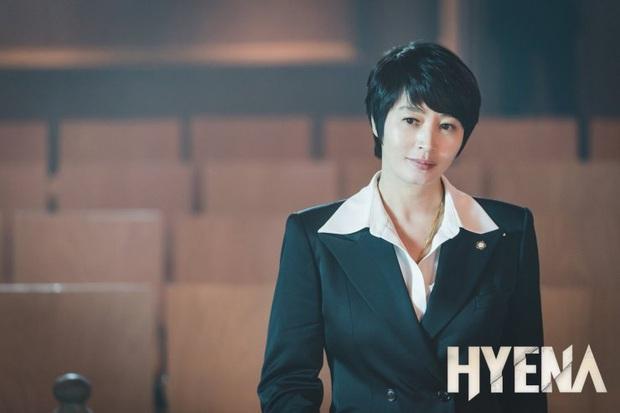 Hyena của chị đại Kim Hye Soo mở màn với rating khủng nhờ màn đấu võ mồm cực căng trên toà - Ảnh 3.