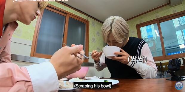 Mấy ai chiều fan như hai chàng trai nhóm nhạc NCT: rủ nhau đi ăn nhưng không quên chụp hình theo chủ đề bạn trai dành tặng fan của mình - Ảnh 15.