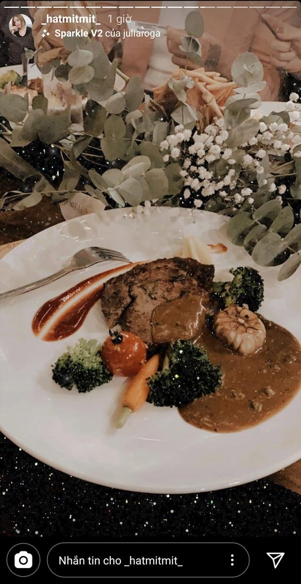 Hóa ra MV mới của Tóc Tiên toàn ẩn dụ hình ảnh về tình yêu với Touliver, từ người ngoài hành tinh đến sở thích ăn thịt bò? - Ảnh 6.