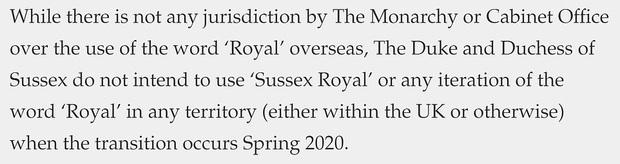 Vợ chồng Meghan Markle hứng chịu chỉ trích vì tuyên bố mới sau khi bị cấm sử dụng danh xưng Hoàng gia - Ảnh 2.