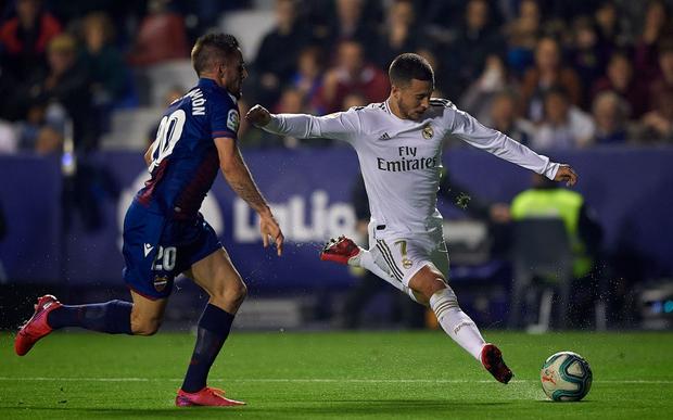 Real Madrid toang thật rồi: Vừa thua cay đắng và dâng ngôi đầu vào tay đại kình địch Barca, vừa mất ngôi sao thế chỗ Ronaldo ở trận đấu cực quan trọng sắp tới - Ảnh 3.