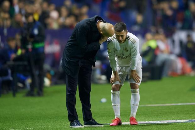 Real Madrid toang thật rồi: Vừa thua cay đắng và dâng ngôi đầu vào tay đại kình địch Barca, vừa mất ngôi sao thế chỗ Ronaldo ở trận đấu cực quan trọng sắp tới - Ảnh 4.