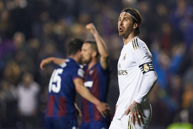 Real Madrid toang thật rồi: Vừa thua cay đắng và dâng ngôi đầu vào tay đại kình địch Barca, vừa mất ngôi sao thế chỗ Ronaldo ở trận đấu cực quan trọng sắp tới - Ảnh 8.