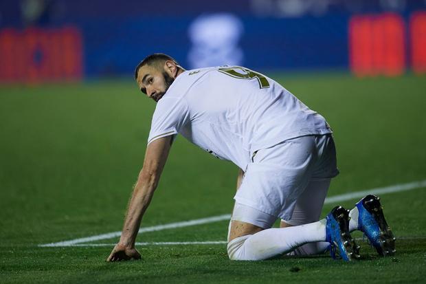 Real Madrid toang thật rồi: Vừa thua cay đắng và dâng ngôi đầu vào tay đại kình địch Barca, vừa mất ngôi sao thế chỗ Ronaldo ở trận đấu cực quan trọng sắp tới - Ảnh 2.